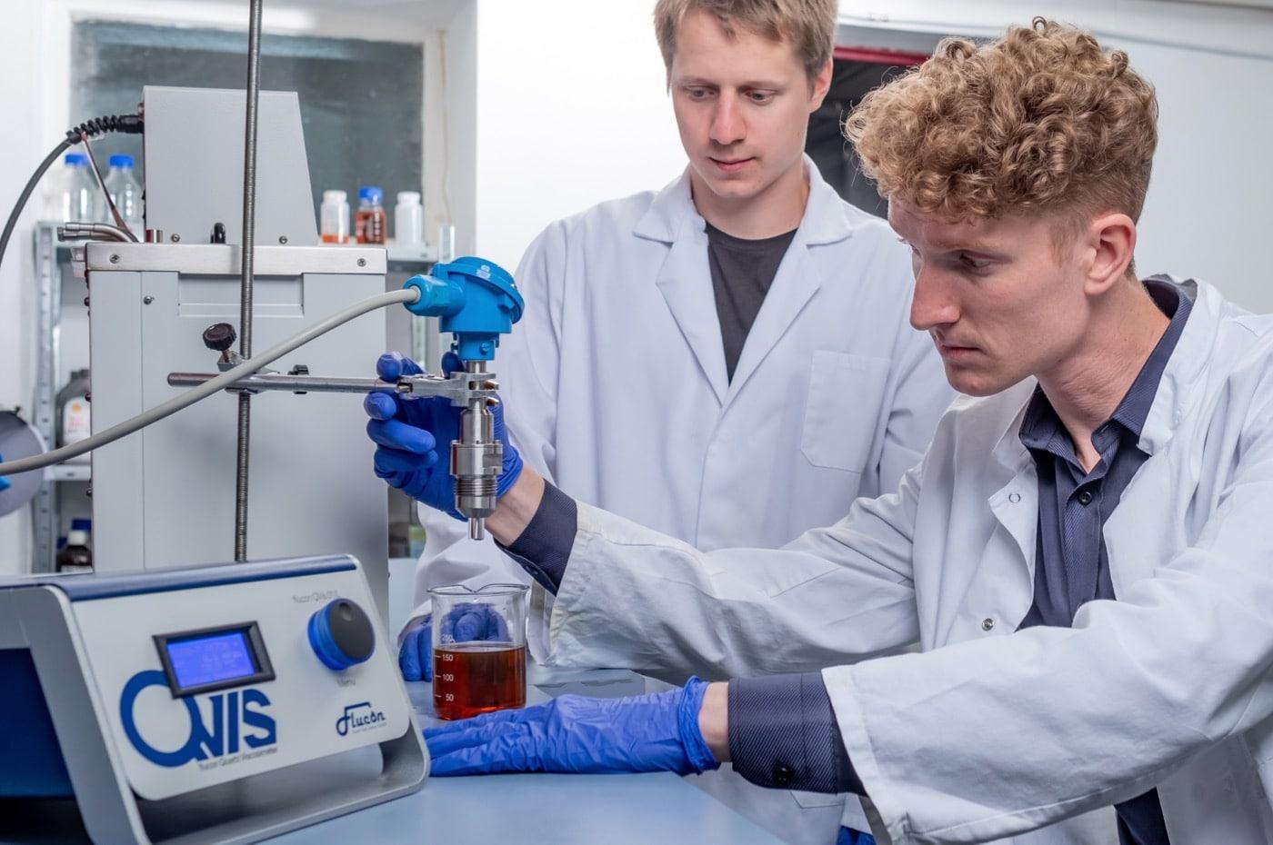 Laborviskosimeter QVis 01/L im Einsatz.
